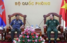 Deputy Chief of General Staff receives Cambodia military police officer