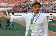 Coach Philippe Troussier leads Vietnam's U19 team