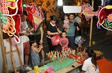 Party chief, President shares children's joy on Mid-Autumn Festival