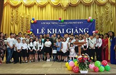 Vietnamese language class for children in Ukraine opens