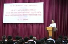 Cambodian students meet Vietnamese sponsor families
