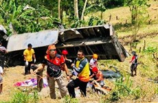 At least 15 die as truck plunges down ravine in Philippines