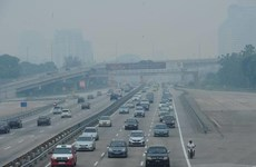 Malaysia closes hundreds of schools as haze hits unhealthy level