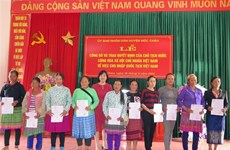 Lao nationals in Son La granted Vietnamese citizenship