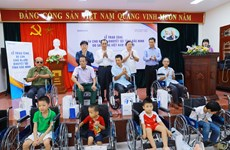 More wheelchairs to disabled in Bac Ninh