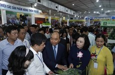 PM Nguyen Xuan Phuc inaugurates OCOP fair of Hanoi