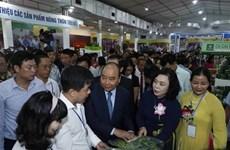 PM Nguyen Xuan Phuc inaugurates OCOP fair of Hanoi