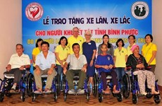 US charity gives wheelchairs to the disabled in Binh Phuoc