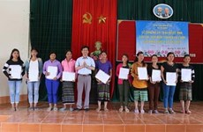 Vietnamese citizenship granted to 350 border residents
