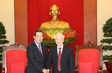 Party leader-President Nguyen Phu Trong receives Cambodian leader