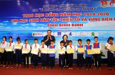 Scholarships granted to disadvantaged students in Binh Dinh