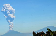 Indonesia: Volcanic eruption triggers aviation warning