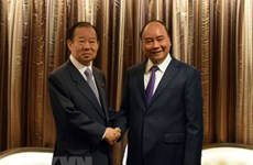 PM Nguyen Xuan Phuc receives Japanese LDP Secretary General