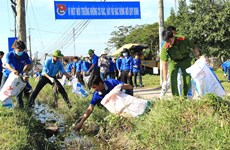 Vinh Long's youths join hands to protect environment