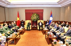 Lao leader meets former Vietnamese voluntary soldiers, experts