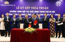 Hanoi, Vietnam Airlines sign cooperation agreement