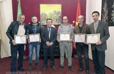 Vietnamese embassy honours Algerian filmmakers, reporters