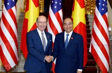 PM Nguyen Xuan Phuc receives US Secretary of Commerce