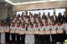 Thai firm presents scholarships to needy Vietnamese students
