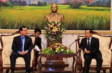 Vietnam, Laos bolster trade union cooperation