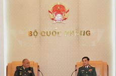 Chief of General Staff Phan Van Giang welcomes Cambodian guest