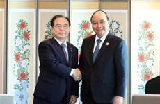 PM Nguyen Xuan Phuc receives Mayor of Busan