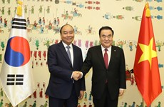 PM Nguyen Xuan Phuc meets with speaker of RoK parliament