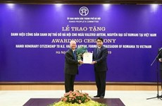Hanoi presents honorary citizenship title to former Romanian Ambassador