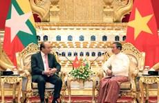 PM Nguyen Xuan Phuc meets Myanmar President U Win Myint
