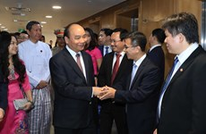 PM visits Vietnam's investment establishments in Myanmar