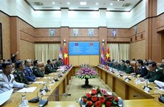 Defence Minister Ngo Xuan Lich holds talks with Cambodian counterpart