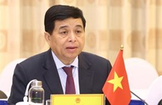 Vietnamese, Lao investment ministers talk cooperation