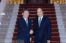 PM Nguyen Xuan Phuc welcomes Japanese Foreign Minister