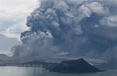 Philippines: Taal volcano erupts, prompting villagers to flee