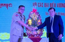 Cambodian border officials pay Tet visit to Tay Ninh