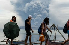 Philippines cracks down on evacuation as volcano recharges