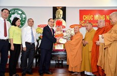 HCM City leader commends religious dignitaries during pre-Tet visits
