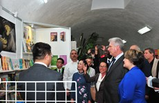 Cuban President visits Vietnam's pavilion at Havana book fair