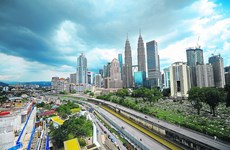 Malaysia's economic growth falls to 10-year low
