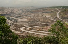 Indonesia loosens restrictions in mining law