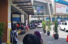 Dozens held hostage at Manila mall