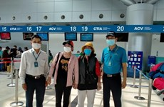 Vietnam Airlines carries nearly 600 passengers finishing quarantine for free