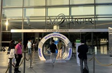Bangkok orders closure of malls, markets to prevent COVID-19