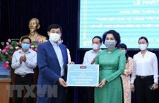 Vietnamese communities abroad join hands in COVID-19 fight