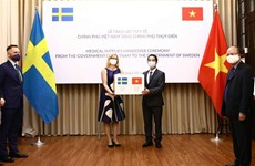 Vietnam presents medical supplies to Sweden