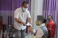 Vietnam gives Cambodia medical supplies to fight COVID-19
