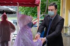 COVID-19: Israeli Embassy donates rice to Hanoi