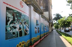 Photo exhibition highlights 45-year development of Ho Chi Minh City