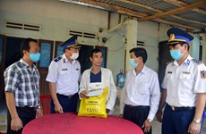 Vietnam Coast Guard supports needy fishermen