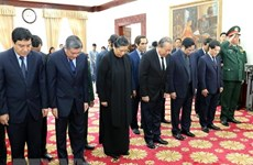 Senior officials pay tribute to former Lao PM